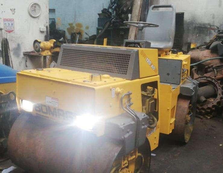 Vibro compactador Tandem Bomag 120AD-4 - Año 2001 - 2,7 Toneladas