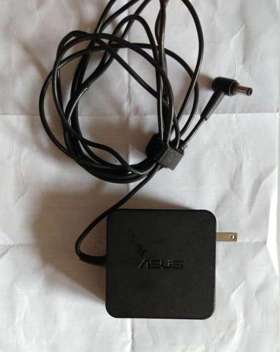 Cargador ASUS 100v- 240V-50-60 Hz 1.5A