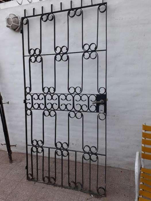 Puerta de Hierro con <strong>cerradura</strong> Y Marco