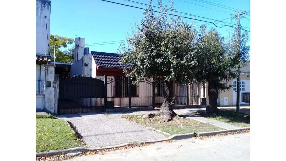 Antartida Argentina 372 - UD 100.000 - Casa en Venta