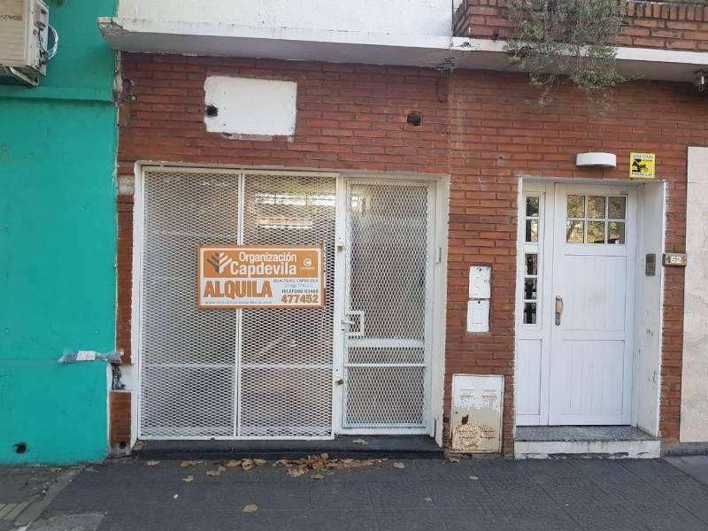 Alquilo local comercial excelente ubicación sobre avenida San Martin en V. Constitución
