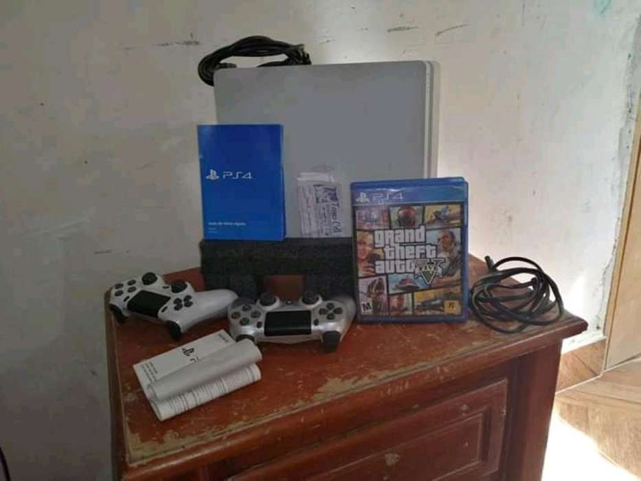 Vendo Ps4 Slim,esta en Excelente Estado