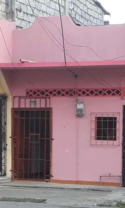 Se Vende Esta Casa en Cantón El Triunfo.