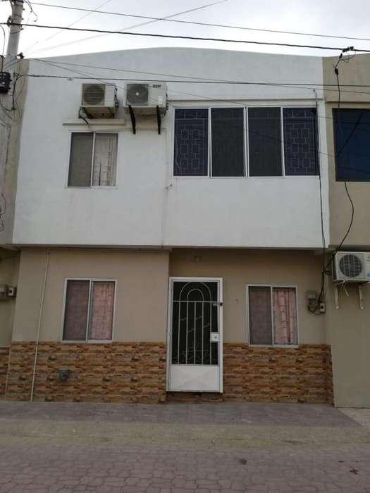 Casa en venta en Salinas con Banco, Biess, Issfa