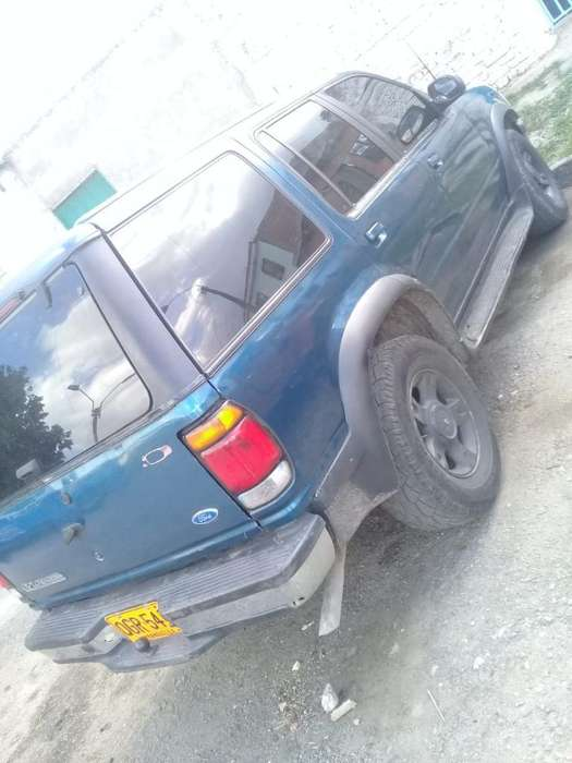 Ford Explorer 1997 - 100000 km