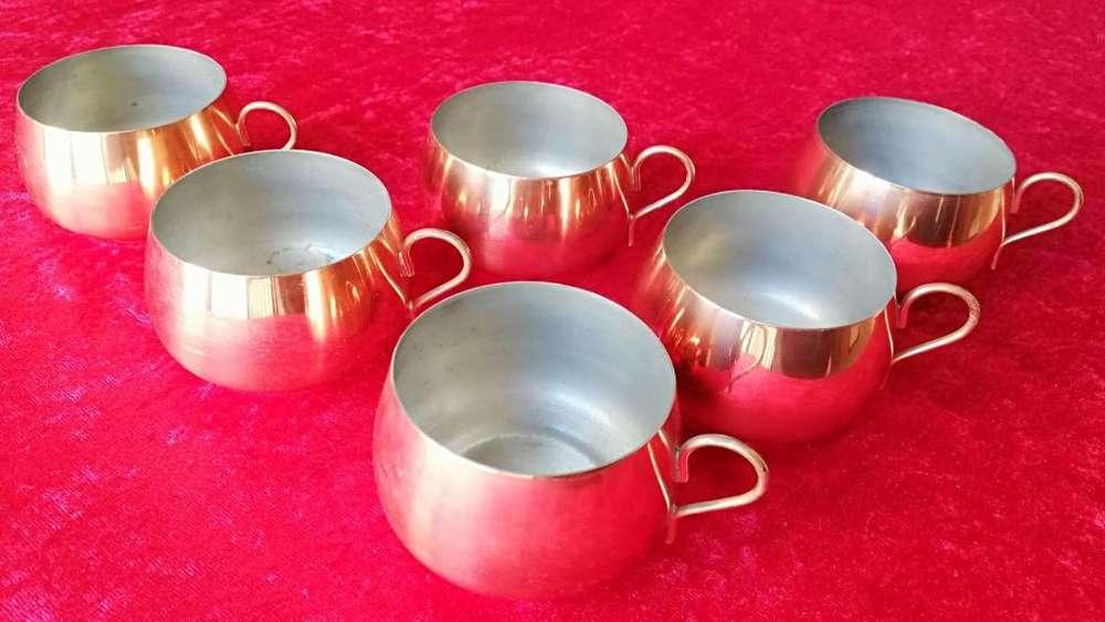6 Antiguas tazas de cobre con mango de bronce