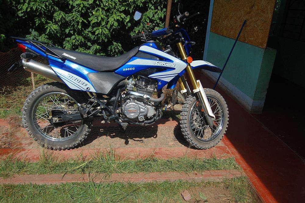 SE VENDE MOTO TODO TERRENO Motor 250