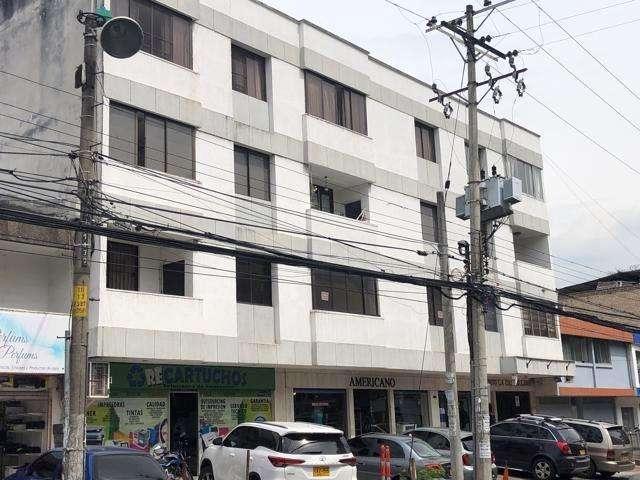 Apartamento amplio, ubicacion central, frenet a pasarela, 2 habitaciones, 2 banos. cocina remodela c 55-00202