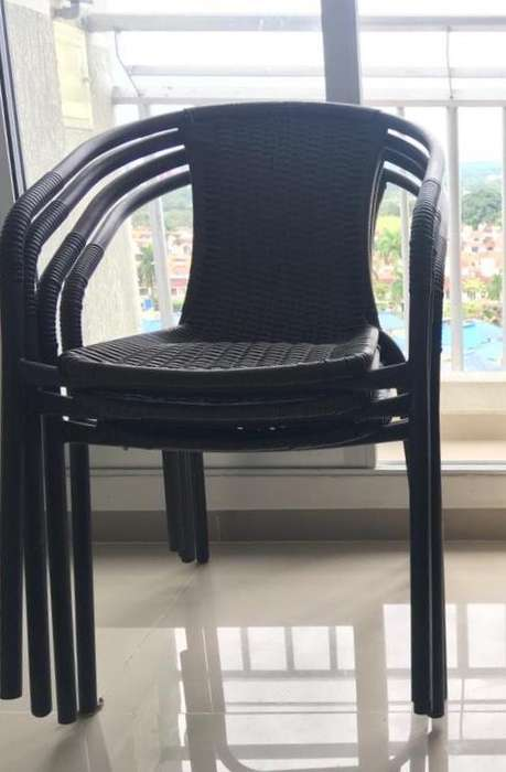 4 sillas de Metal con Ratán Pvc Negro Café Matizada