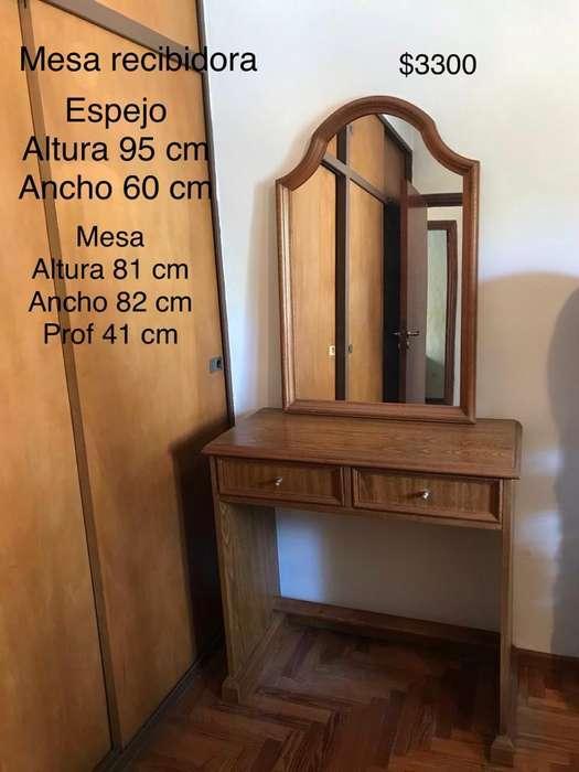 Excelente Mesa de Arrime con Espejo