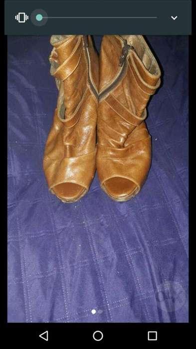 V.botas de Cuero 37