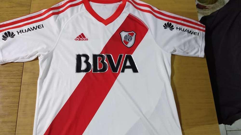 Camiseta River