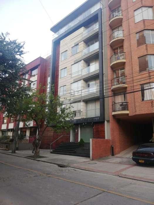 Se arrienda apartamento semi - amoblado de 68 mts2. con balcón en Chapinero Alto. Código 4871026
