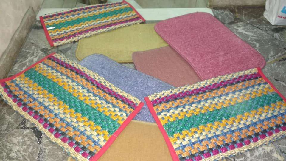alfombra costado de <strong>cama</strong>