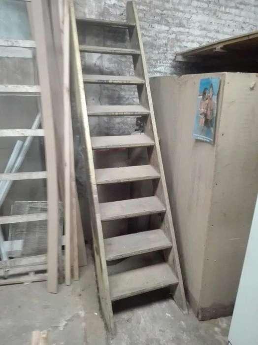 Escalera Antigua - De Madera Dura - 9 Escalones - Usada - Excelente estado