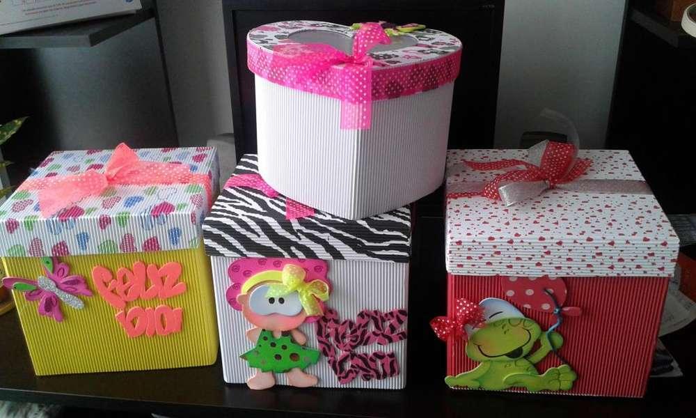 Cajas de regalo decoradas en foami y cartón corrugado