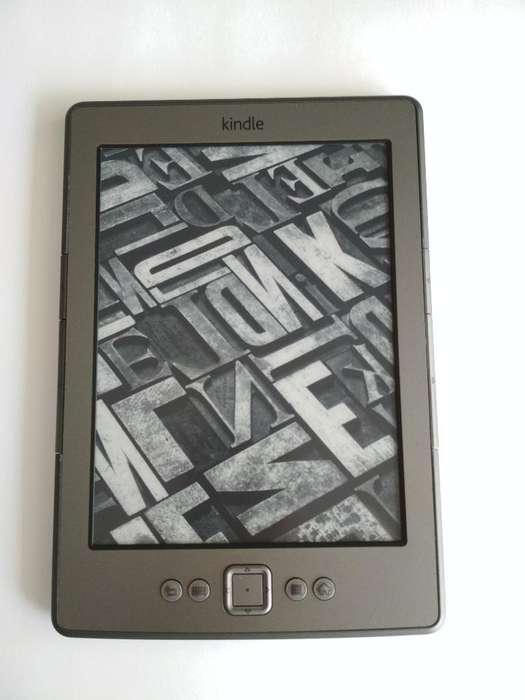 Kindle 4 con Funda Original en Cuero con luz integrada