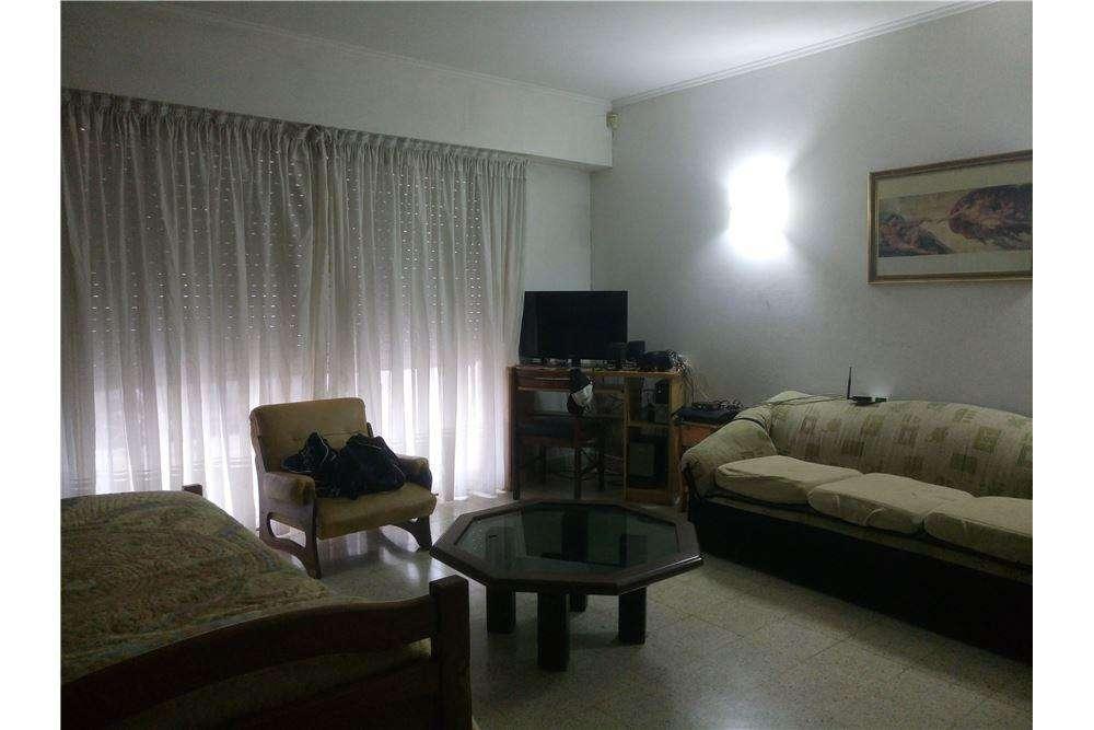 Casa en Venta de dos dormitorios y parque La Plata