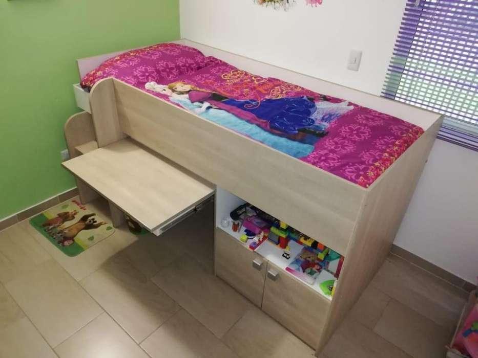 Hermosa cama para niño o niña