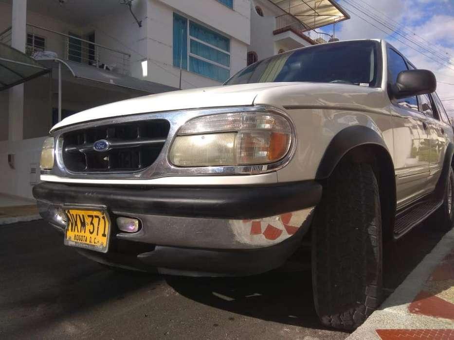 Ford Explorer 1998 - 259000 km