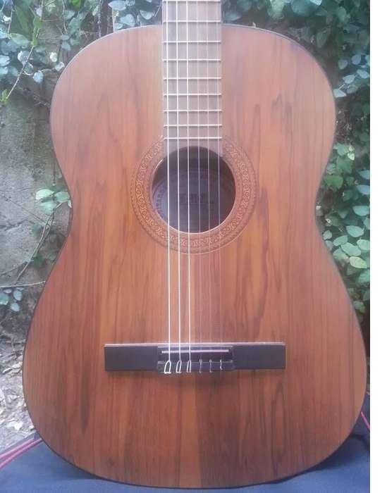 Guitarra 4/4 De Luthier Ecuatoriano F.M.Carrera Con Estuche