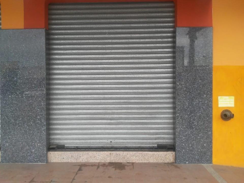 Local / Bodega en Alquiler Av. Quito. 70 Mtr2, 2 Baños, Zona de Carga
