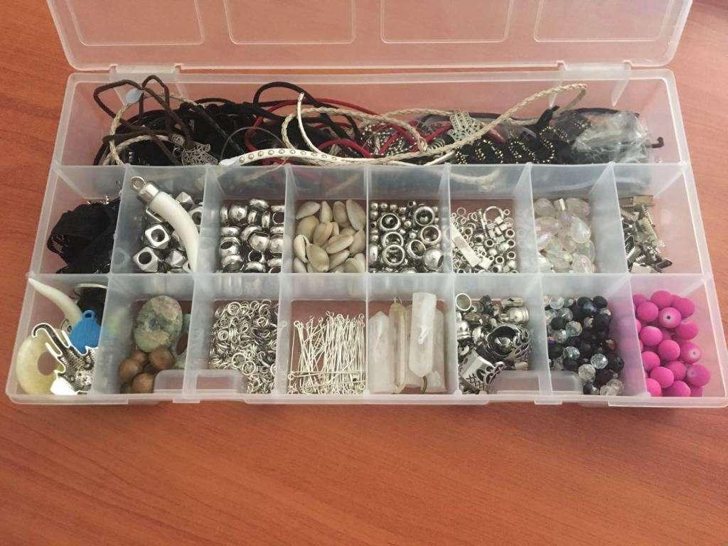 97fa299f9b1c Vendo caja con insumos para armado de bijouterie - Resistencia