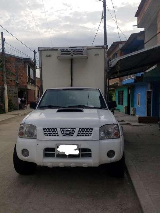 Nissan Frontier 2011 - 140000 km