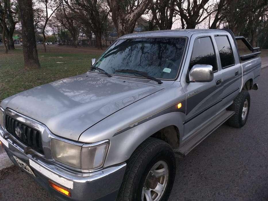 Toyota Hilux 2003 - 500 km