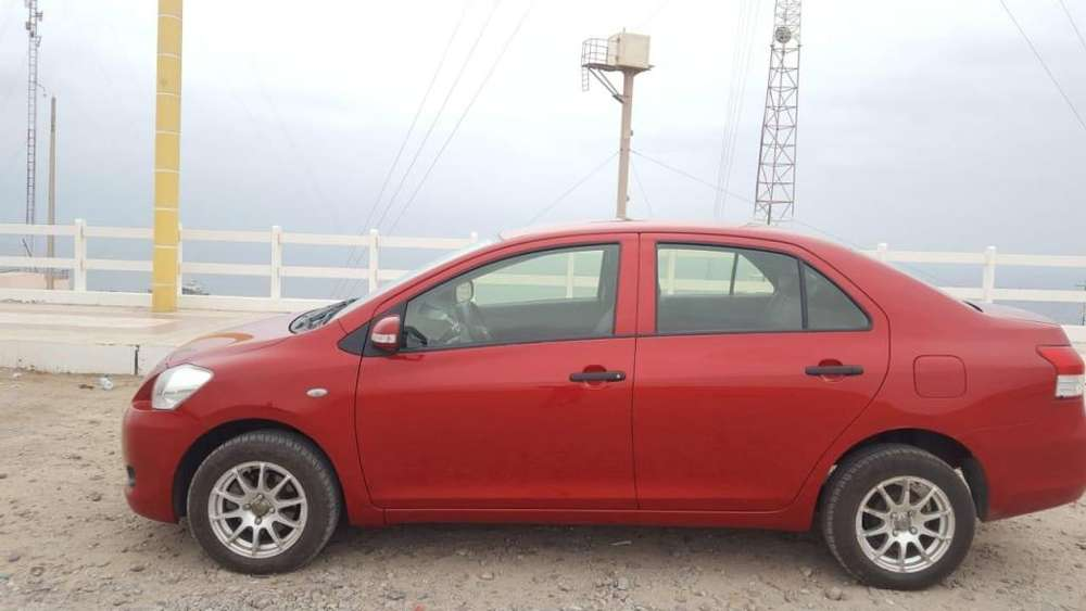 Toyota Yaris 2012 - 60000 km