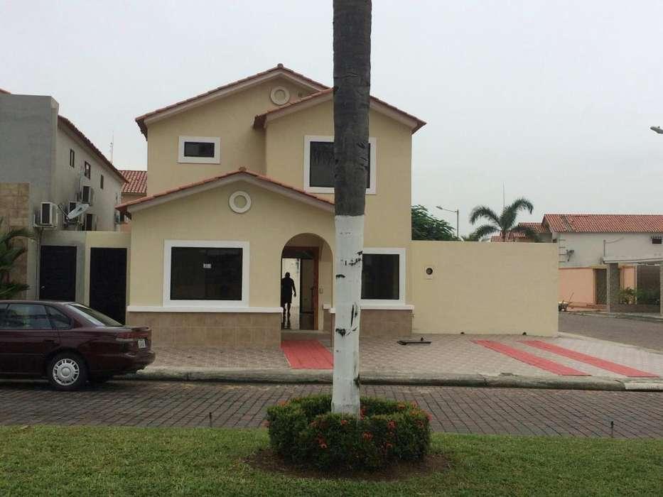 Alquiler Ciudad Celeste 4 dormitorios, en samborndón, frente a La Piazza Ciudad Celeste