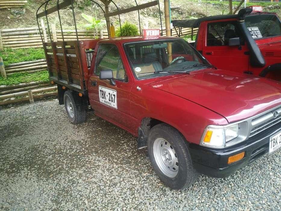 Vendo Impecable Toyota Hilux 4x2 Publica