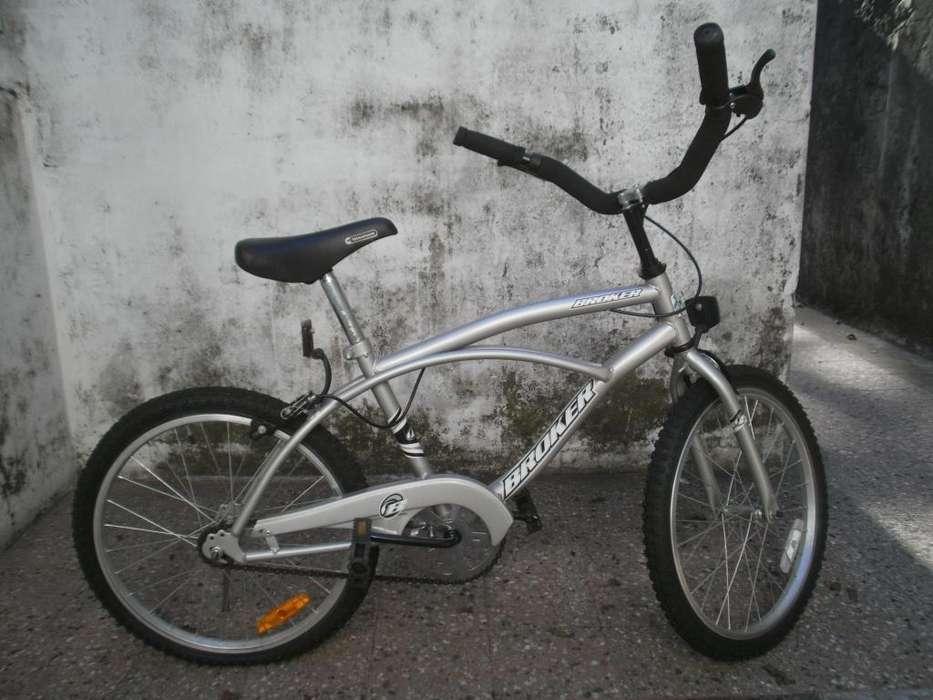 Bicicleta rodado 20 tipo playera para niños en excelentes condiciones; muy poco uso.