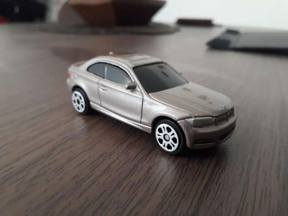 BMW 135i, escala 1:64.