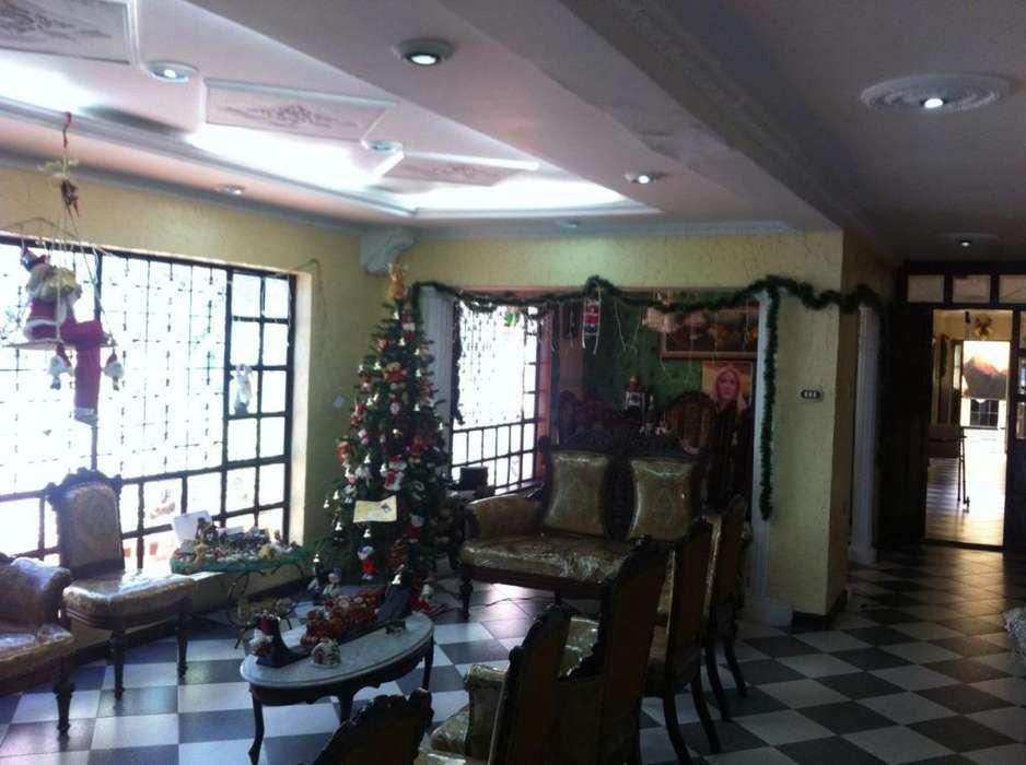 Casa de lujo 400 M2, Facatativa centro, negociable.