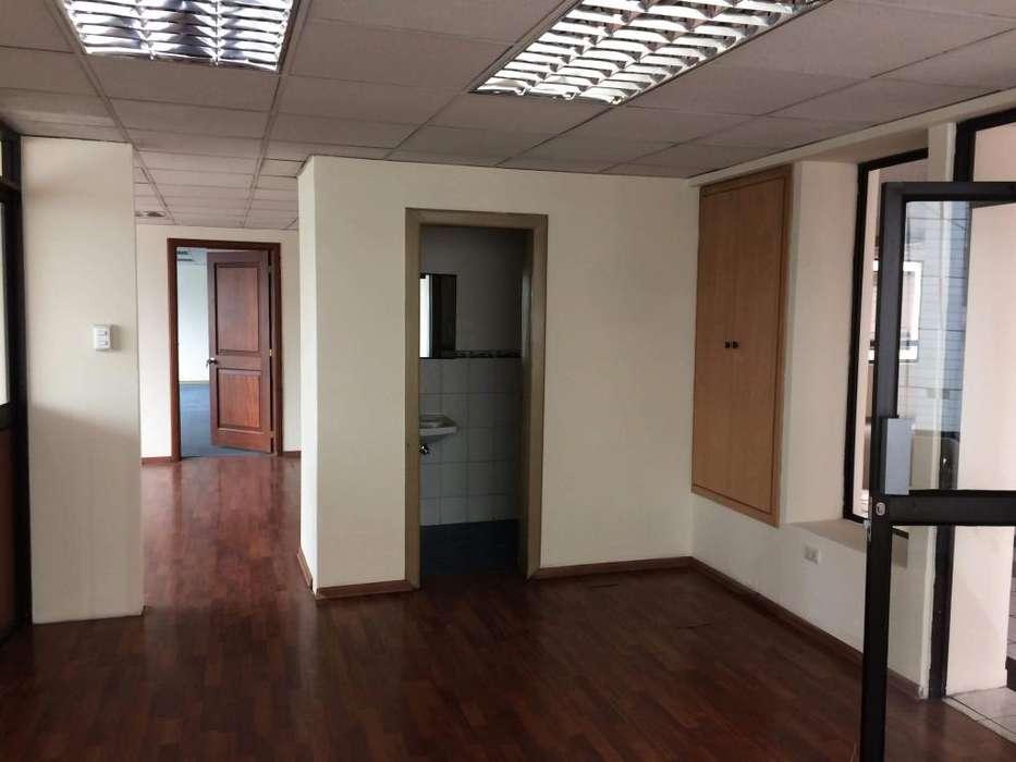 En renta planta 4 de 402 metros cuadrados av 10 de Agosto Quito Pichincha