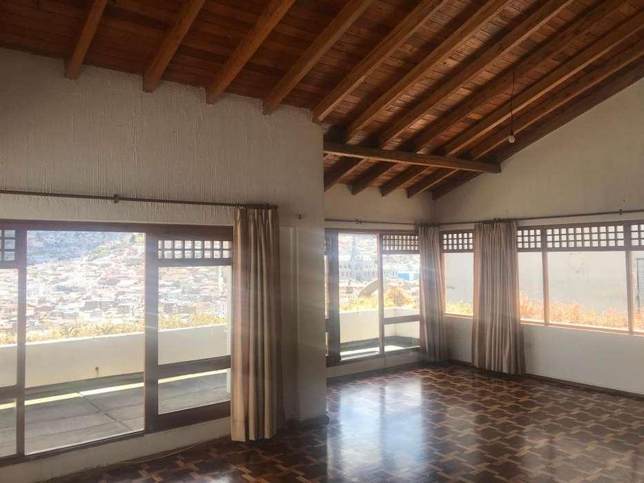Arriendo casa con hermosa vista a Quito Colonial