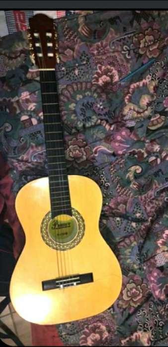 Guitarra Primer con Estuche