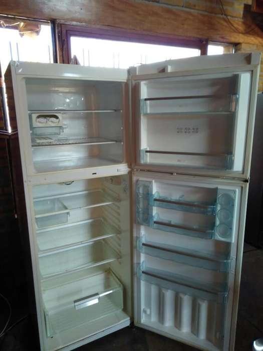 Vendo Heladera Bosch, 467l. Freezer 149l