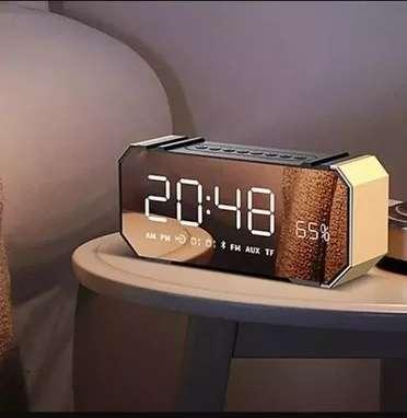Parlante Belia Reloj Mirror Led Display Altavoz Bluetooth despertador