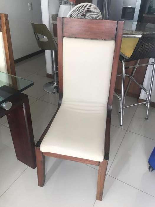 Vendo 4 sillas de <strong>comedor</strong> en madera de cedro.
