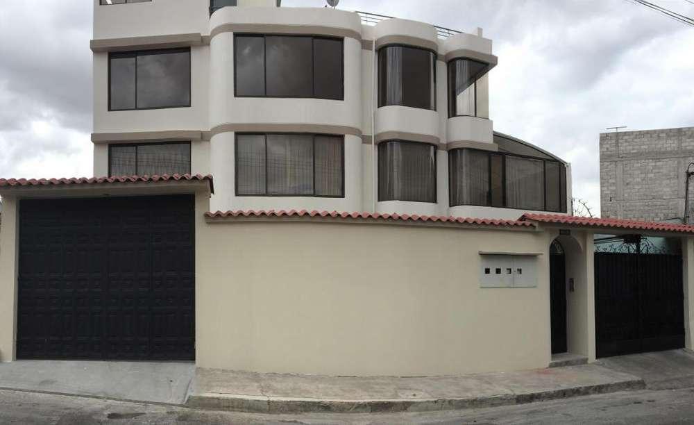 Hermoso Departamento Al Norte de Quito: 5 Habitaciones / Estudio / Garaje