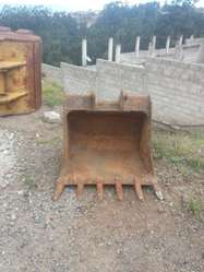 VENDO CUCHARON PARA RETRO EXCAVADORA CATERPILLAR