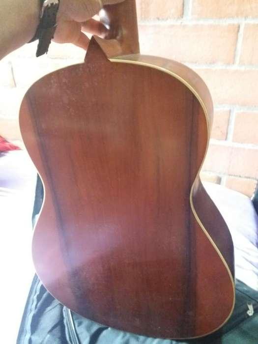 Vendo Guitarra Bumangesa