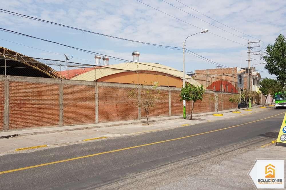 Alquilo extenso local industrial con excelente ubicación en Arequipa