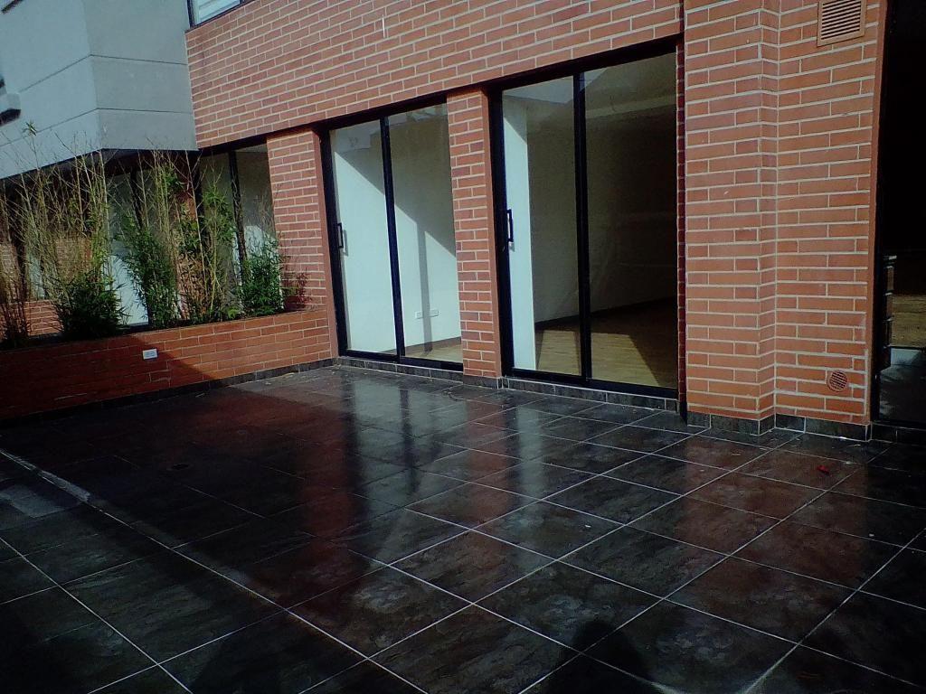 Departamento con terraza y patio sector La Paz 100-21