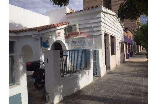Casa céntrica en General Roca