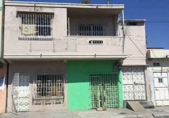 Casa de dos plantas en venta en el Guasmo.
