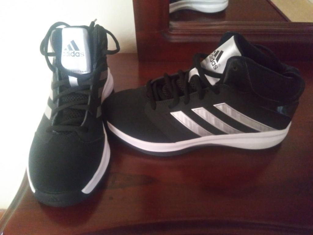 Zapatos Adidas Gualaceo