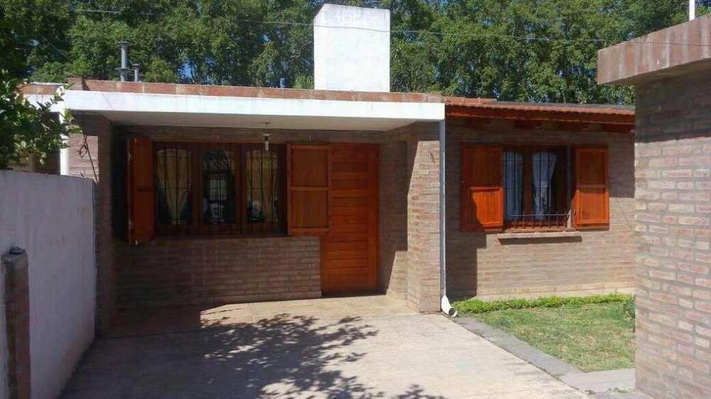 cw54 - Casa para 4 a 8 personas con cochera en Colonia Caroya